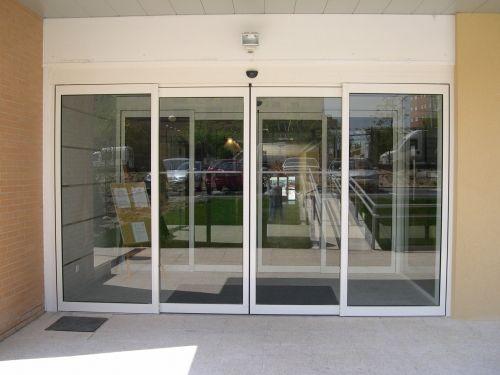 Puerta autom tica for Imagenes de puertas de cristal