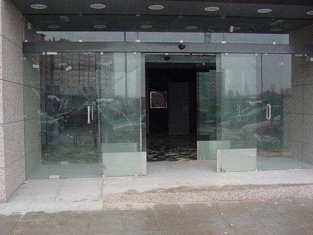 Puertas-automaticas-de-cristal