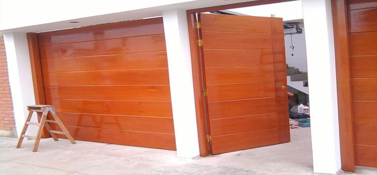 puerta-secciona-en-madera-cedro